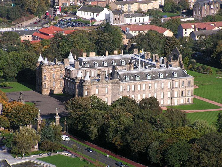 Edinburgh and Scottish Castle Experience Escorted Tour